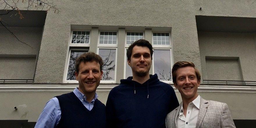 Das Selina-Team: (von links) Deutschlandchef Magnus Busch, Max Oehler, Managing Director der Berliner Selina Hotels und Graham Major-Ex