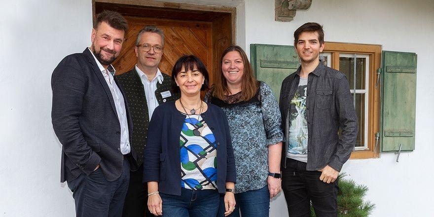 Neuer Vorstand: Präsidentin Rica Friedl (Mitte) wird von Stellvertreter Sven-Erik Hitzer, Kassierer Andreas Eggensberger sowie den beiden Beiräten Carola Petrone und Georg Steiner unterstützt (v. l.) Schriftführerin ist Johanna Kohlmünzer (nicht im Bild)