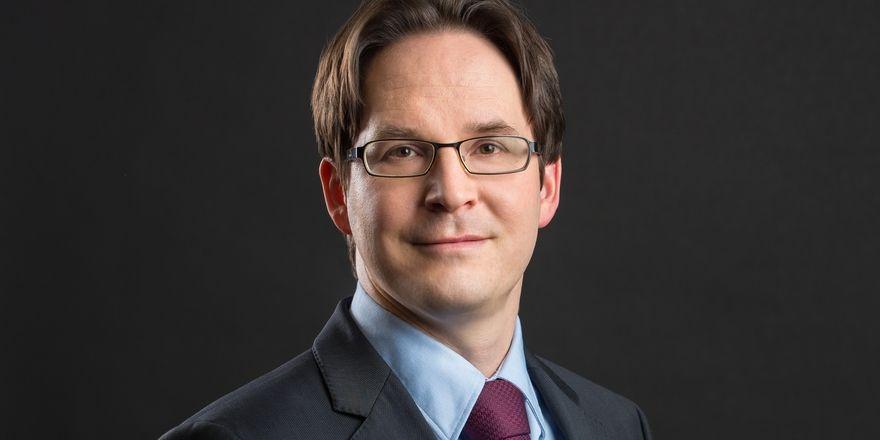 """Anwalt Peter Hense: HRS räumt sich das """"Recht zum legalen Bilderdiebstahl"""" von den Websites der Hotels ein"""