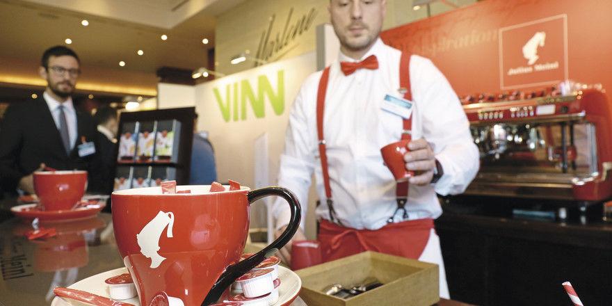 Heiße News für kühle Rechner: Ob Kaffee oder Software – das Spektrum der HotelExpo-Aussteller ist groß.