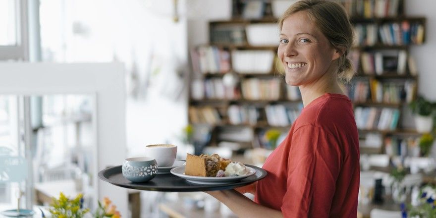 Know-how: Nicht nur Freundlichkeit sondern auch Wissen sind im Service gefragt. Die Mitarbeiter sollten die Speisekarte kennen und immer wieder Empfehlungen aussprechen