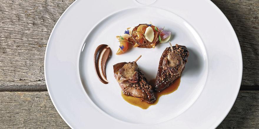 Kochkunst von Torsten Michel: Krick-Ente, Kürbis, Lotus- und Lilienwurzeln mit Innereiencreme