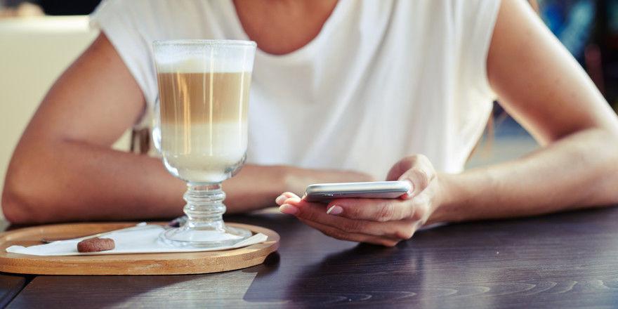 Handys im Lokal: Viele Gäste fühlen sich davon gestört