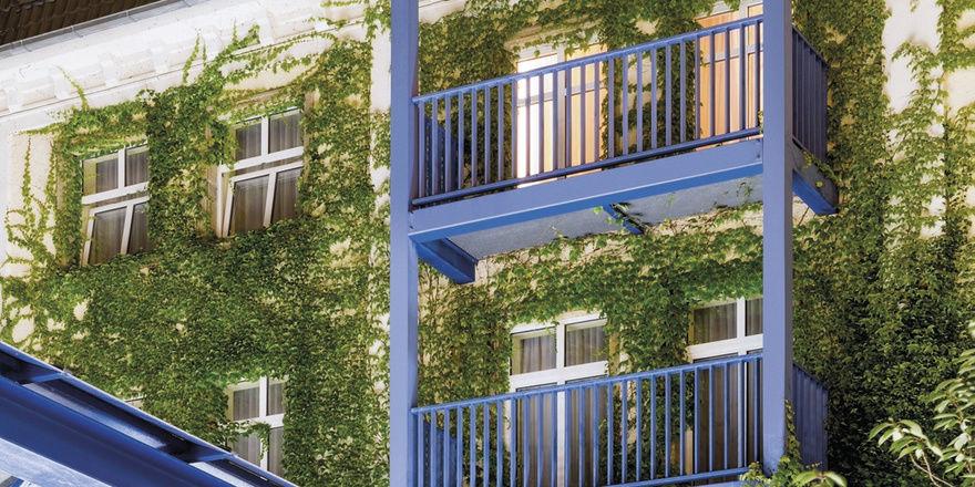 Markant: Die blauen Fassadenelemente des künftigen Victor's Residenz-Hotels Gera.