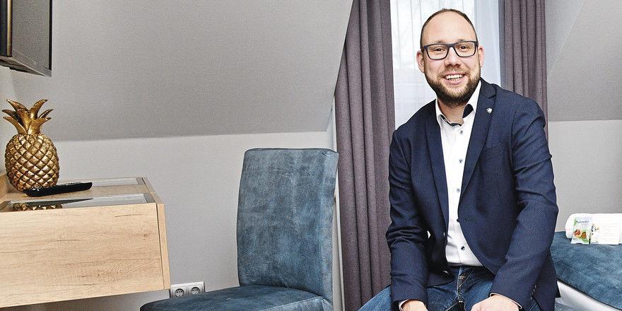 Jung und kreativ: Hotelchef Frank Wyszkowski geht neue Wege, um Personal zu finden und zu binden.