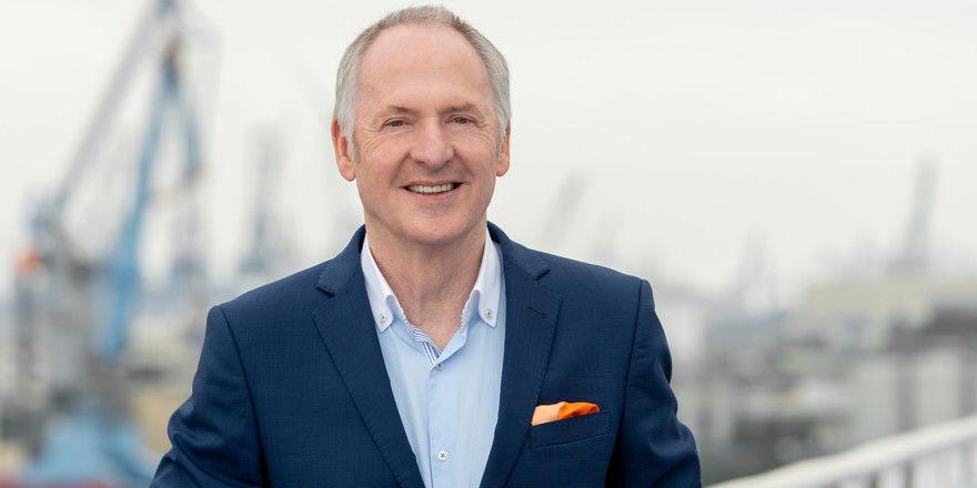 Special-Award-Preisträger: Karl J. Pojer als Vorsitzender der Geschäftsführung von Hapag-Lloyd Cruises