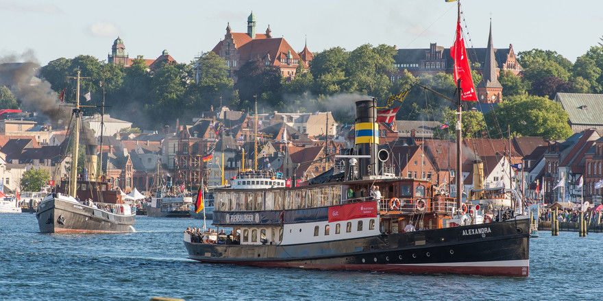 Ein Wahrzeichen: Der Flensburger Hafen mit dem Dampfer Alexandra