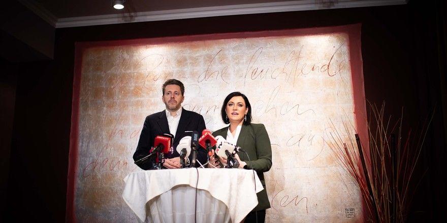 Coronavirus im Fokus: Die österreichische Bundesministerin Elisabeth Köstinger und WKÖ-Präsident Harald Mahrer
