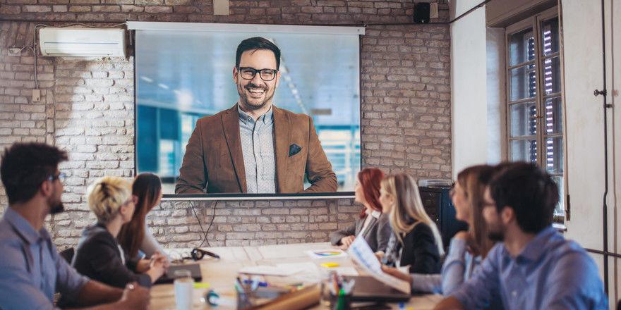 Meetings der Zukunft? Per Video können Personen sich auch austauschen