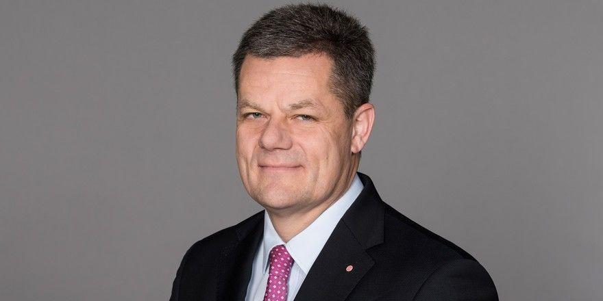 """IHA-Hauptgeschäftsführer Markus Luthe: """"Nach unserer Rechtsauffassung kann Booking.com weiterhin nicht einseitig, pauschal und undifferenziert für sämtliche Gäste das Vorliegen höherer Gewalt konstruieren"""""""