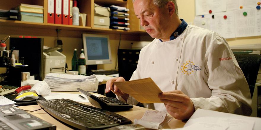 Schwere Zeiten: Statt Gäste zu versorgen, müssen sich Gastronomen und Hoteliers jetzt darum kümmern, wie sie an die Hilfsgelder kommen