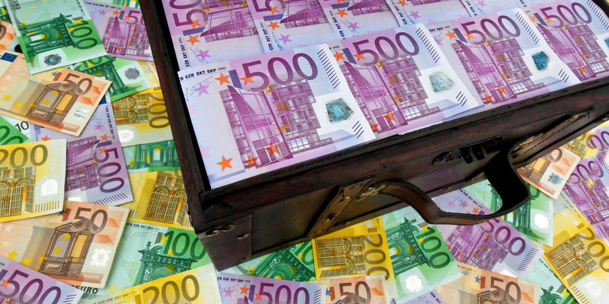 Geld von der Bank: Die Bundesregierung plant verbesserte Konditionen für KfW-Kredite an Mittelständler