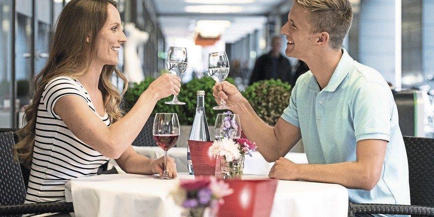 Feine Erfrischung: Mineralwasser rundet jedes Gastronomieerlebnis stimmig ab – wenn es kompetent angeboten wird.