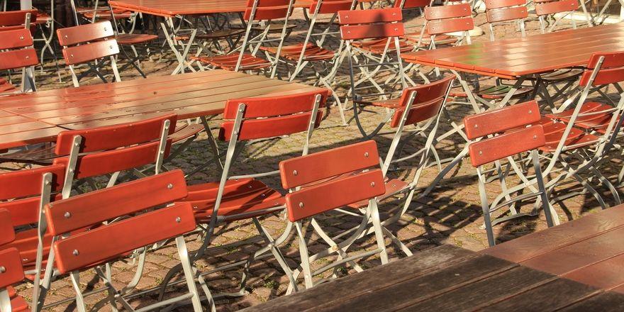 Leere Stühle: Die Branche ist nach dem Shutdown schwer gebeutelt