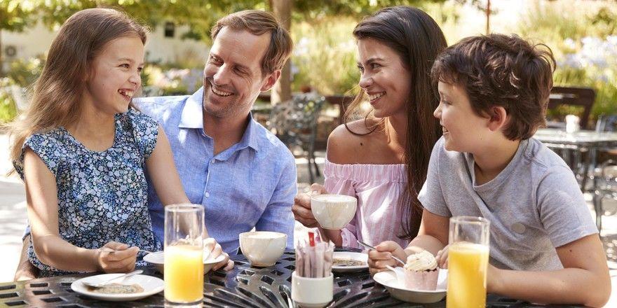 Vertrauen und Bindung schaffen, Ängste abbauen, Entlastung und Abwechslung bieten: Das sind die Schlüssel-Parameter, mit denen Gastronomen Familien wieder ins Restaurant holen können
