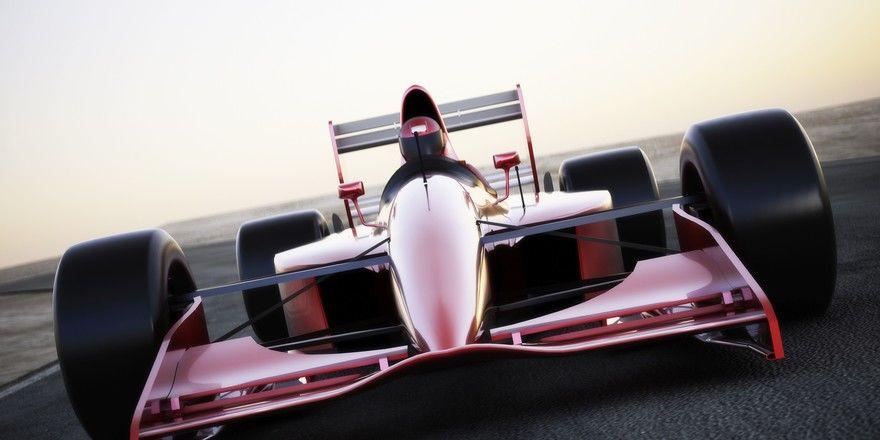 Rasanter Rennspaß: Sky rüstet in Sachen Motorsport auf
