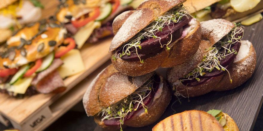 Frisch belegt: Der Snack-Bereich mit vielfältigen Backwaren ist einer der Bereiche der südback, die auch für Gastronomen interesant sind.