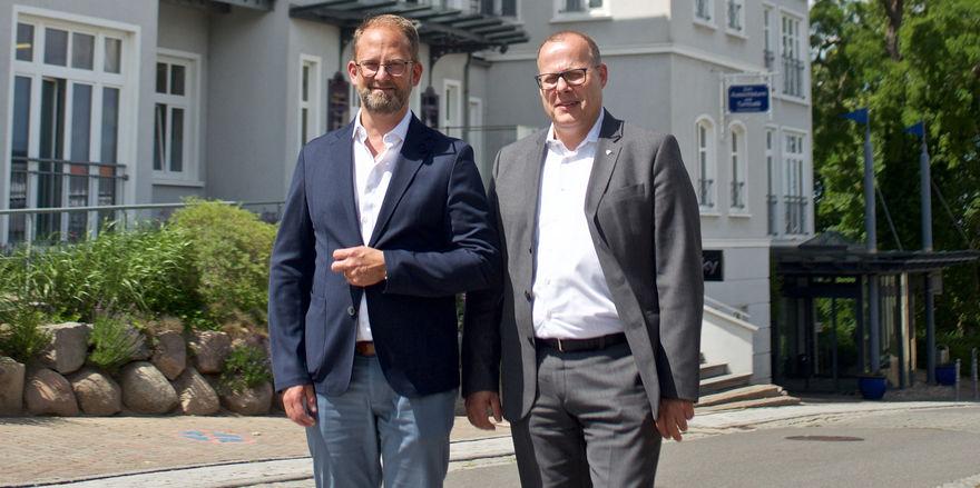 Neue Zusammenarbeit: arcona-Chef Alexander Winter (links) holt Ralph Katthöfer an die Ostsee