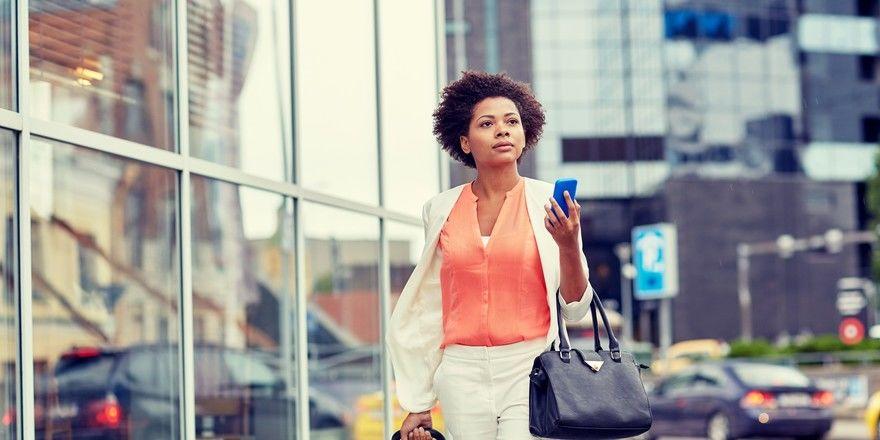 Risikobehaftet: Geschäftsreisen werden zurzeit nur selten unternommen, und dann möglichst kontaktlos mit Smartphone-Check-in