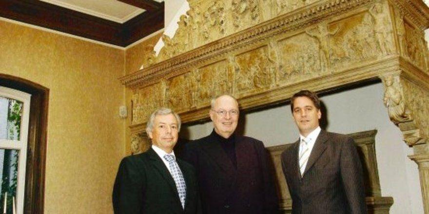 """Im Mercure Schlosshotel Goldschmieding: <em>Reinhard Baumhögger (Mitte) und seine Regionaldirektoren Ralph Alsdorf (rechts) und Stefan Studnitzky <tbs Name=""""foto"""" Content=""""*un*gw.6,5""""/>"""