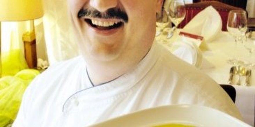 "Seine ""Bodenseeküche"" machte Clemens Baader vom Berghotel Baader in Heiligenberg bekannt. Heute kocht er kalorienbewusst <tbs Name=""foto"" Content=""*un*gw.6,5""/>"