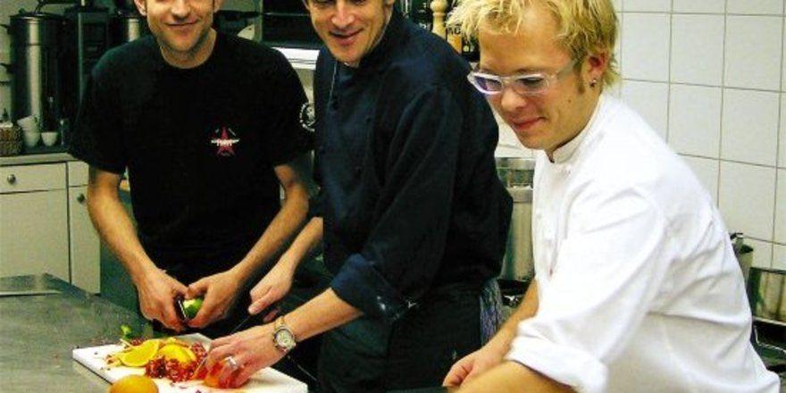 """Begeisterung für den Kochberuf:<em> (von links) Martin Baudrexel und seine Kollegen Fred Nowack und Mario Kotaska<tbs Name=""""foto"""" Content=""""*un*gw.6,5""""/>"""