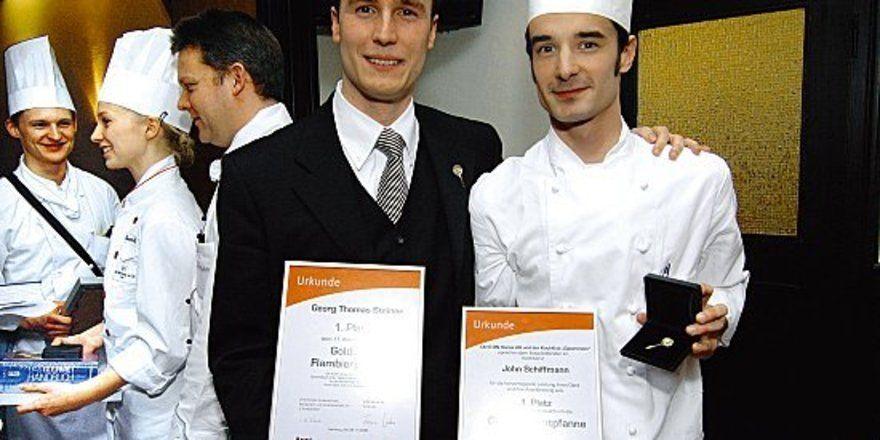 """Zwei Gewinner, ein Betrieb: <em>(von links) Georg Thomas Steiner und John Schiffmann aus dem Hotel Atlantic <tbs Name=""""foto"""" Content=""""*un*gw.6,5""""/>"""