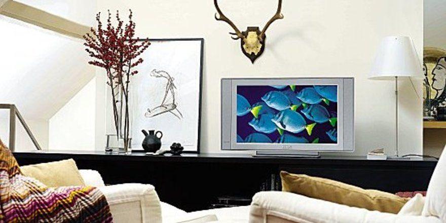 """Blickfang und Mittelpunkt: <em>Der Fernseher mit seinen zahlreichen Funktionen nimmt im Hotelzimmer eine immer zentralere Rolle ein<tbs Name=""""foto"""" Content=""""*un*gw.6,5""""/>"""