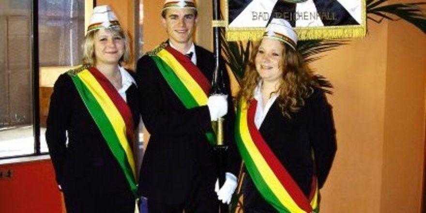 """Halten die Fahne hoch: <em>Aktive Absolventen der Akademie <tbs Name=""""foto"""" Content=""""*un*gw.6,5""""/>"""