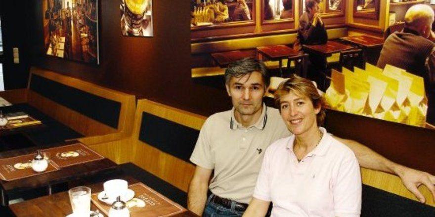 """Modernes Kaffeehaus-Konzept: <em> Das Ehepaar Tusch-Milosevic serviert Slow-Food-Suppen und Snacks im schnörkellosen, gemütlichen Ambiente ihres Cafés Aroma <tbs Name=""""foto"""" Content=""""*un*gw.6,5""""/>"""