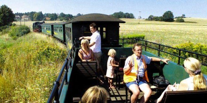 """Die Briten mögen's historisch: <em> Der """"Lößnitzdackel"""", die älteste Schmalspurbahn Sachsens, tuckert durch das Elbland <tbs Name=""""foto"""" Content=""""*un*gw.6,5""""/>"""