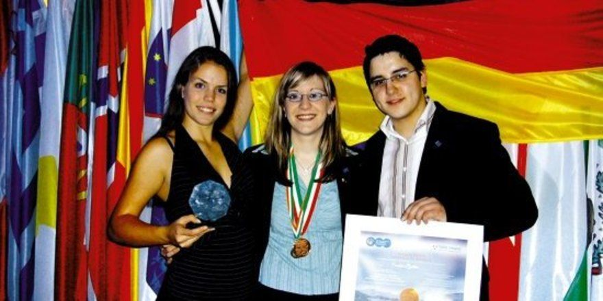 """Die Preisträger <em>(von links nach rechts)</em>: <em>Nadja Baron, Sandra Baltes und Silio del Fabro<tbs Name=""""foto"""" Content=""""*un*gw.6,5""""/>"""