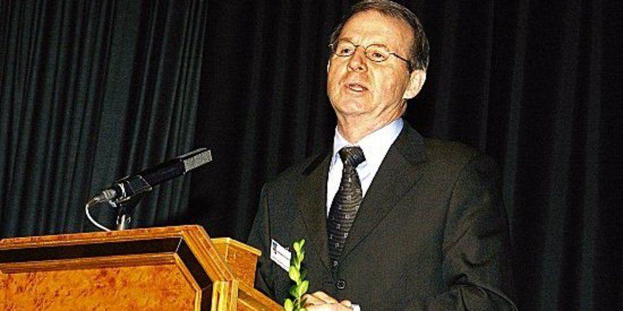 """Setzt auf Wettbewerb: <em>Minister Dietrich Austermann<tbs Name=""""foto"""" Content=""""*un*gw.6,5""""/>"""