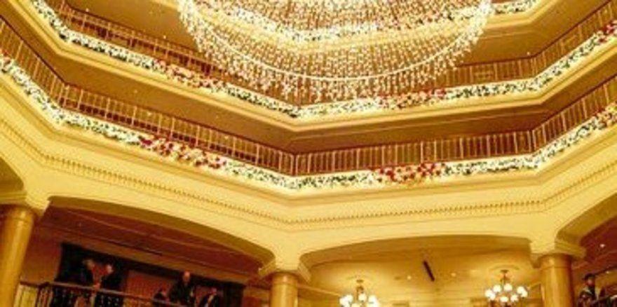 """Festlich geschmückt: <em>Die Lobby des Grand Hotels <tbs Name=""""foto"""" Content=""""*un*gw.6,5""""/>"""