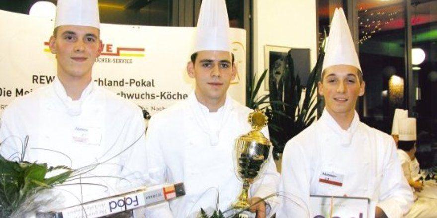 """Hilton-Siegertrio: <em>(von links) Max Schütze, Johannes Wagner und Dorian Zwanzig <tbs Name=""""foto"""" Content=""""*un*gw.6,5""""/>"""