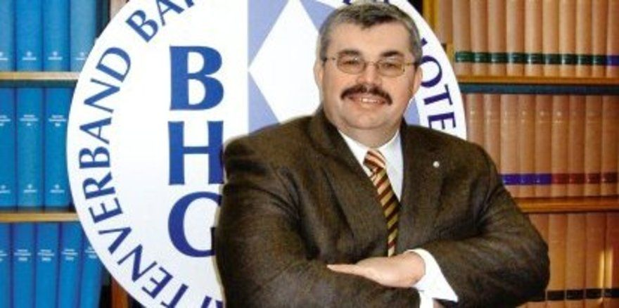 "Bleibt standhaft: <em>BHG-Präsident Siegfried Gallus <tbs Name=""foto"" Content=""*un*gw.6,5""/>"