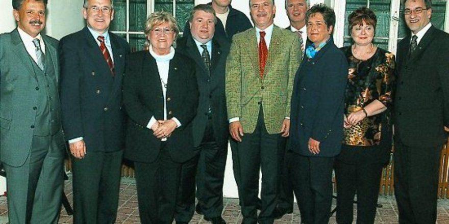 Im Rahmen des FBMA-Galadiners im Kloster Eberbach wurden langjährige Mitglieder für ihre Verbandstreue geehrt. Unser Foto zeigt (von links): Udo Finkenwirth (FBMA-Präsident), Karl Krippner, Elisabeth Schwarz, Dr. Dirk Bergmann, Joachim Hendrich, Mark