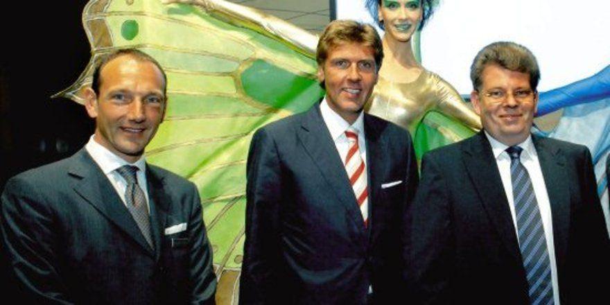 """Bei der Feier: <em>(von links) Richard Brekelmans, der neue Generaldirektor, mit Carsten K. Rath und Stefan Schörghuber <tbs Name=\""""foto\"""" Content=\""""*sm*un*gw.6,5\""""/>"""