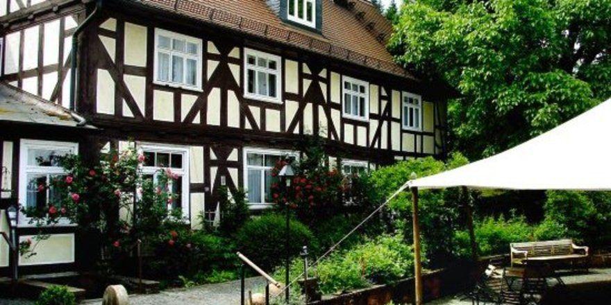 """Große Kapazität: <em>Hotel-Restaurant Dammühle bei Marburg<tbs Name=""""foto"""" Content=""""*sm*un*gw.6,5""""/>"""