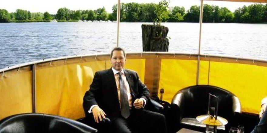 """Flexibel:<em> Hotelchef Joachim Fitzner als Kapitän <tbs Name=""""foto"""" Content=""""*sm*un*gw.6,5""""/>"""