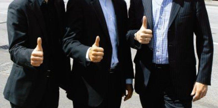 """Drei starke Macher, ein ambitioniertes Projekt: <em>(von links) Regionalverkaufsrepräsentant Michael Kett, Thomas Knudsen, Geschäftsführer Nordic-Hotels GmbH, und Hoteldirektor Bernhard Viets <tbs Name=""""foto"""" Content=""""*sm*un*gw.6,5""""/>"""