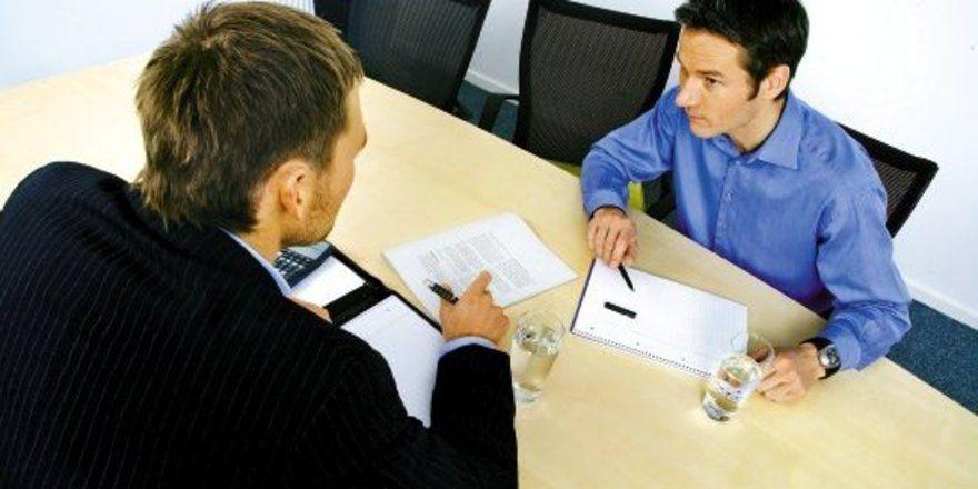 """Gemeinsam zum Erfolg: <em>Mitarbeiter tauschen sich ständig über Soll- und Istdaten aus <tbs Name=""""foto"""" Content=""""*sm*un*gw.6,5""""/>"""