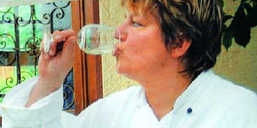 Testerin in Aktion: Gastgeberin Andrea Rüdell