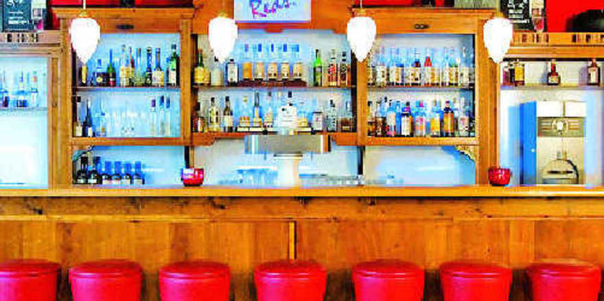 Rot überwiegt: Die neue Bar Reds in der Hotel-Lounge