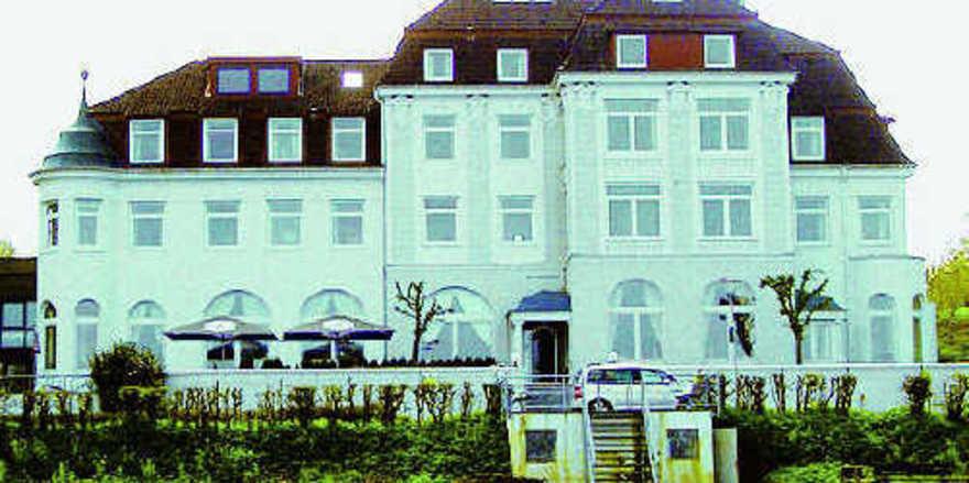 Zeitzeuge: Seit den touristischen Anfängen in Ostholstein ist das Seeschloss gefragte Adresse für Urlauber