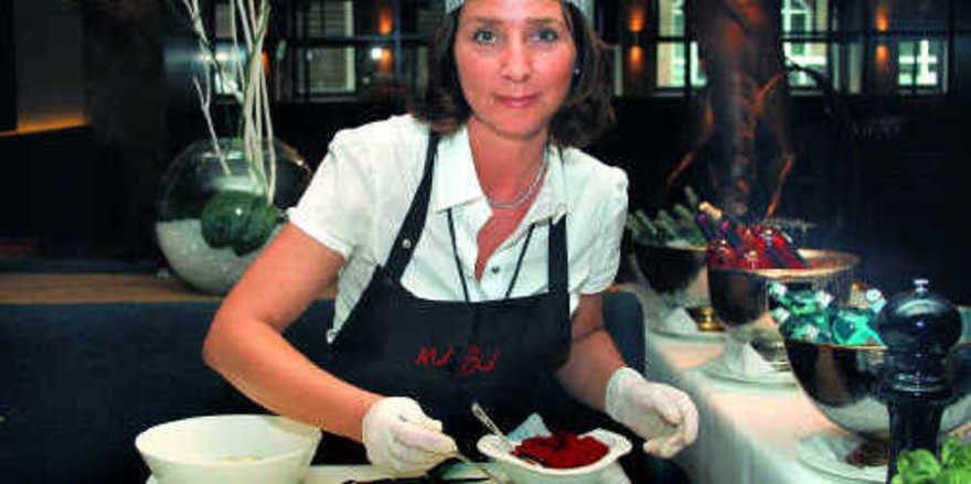 Leckere Kombinationen zum Grillgut: Kubu-Chefin Martina Bucher zeigt beim Workshop, wie es geht