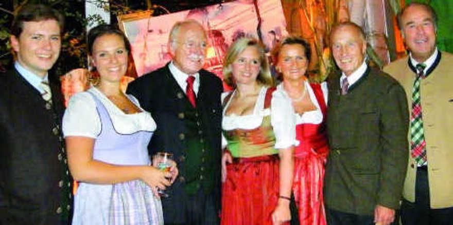Familienfoto: (von links) Franz Inselkammer junior, Ursula Inselkammer, Franz Inselkammer senior, Barbara Roth, Angela Inselkammer und die Brüder Gustl und Peter Inselkammer