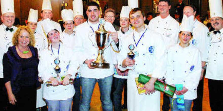 Siegerehrung: Ulrich Beier (vorn Mitte) mit Mitbewerbern