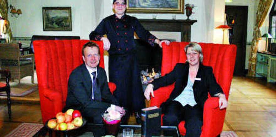 Harmonisches Führungstrio: (von links) Hoteldirektor Markus Buchhagen, Küchenchef Peter Thiel und Verkaufsdirektorin Dorothee Schmidt