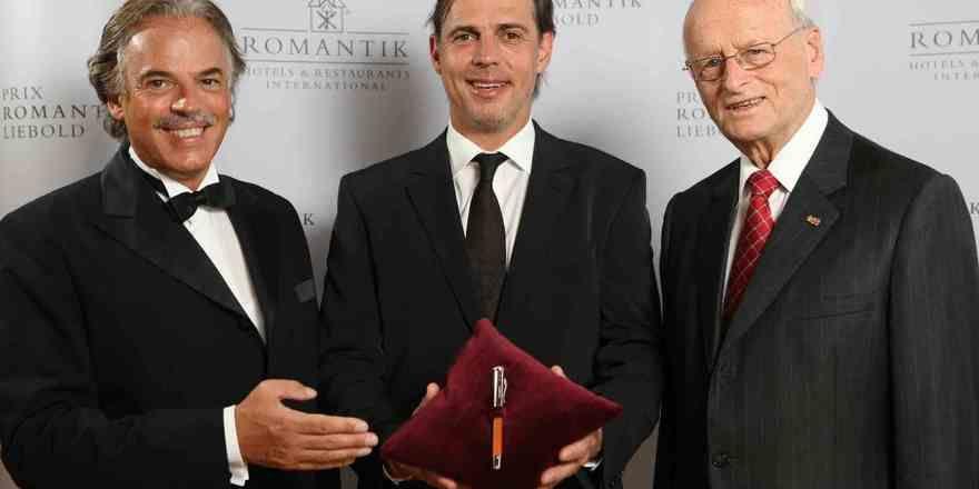 Bei der Preisverleihung: (von links) Romantik-Präsident Roland Zadra, Joachim Franz, Preisträger des Prix Romantik Liebold 2009, Laudator Carl H. Hahn